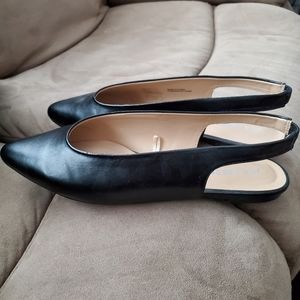 ❤ FREE WITH $60 PURCHASE Black slingbacks